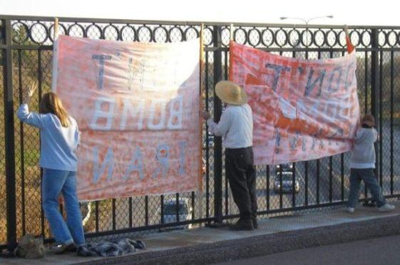 2007-11-02-Dontbombonthebridge.JPG