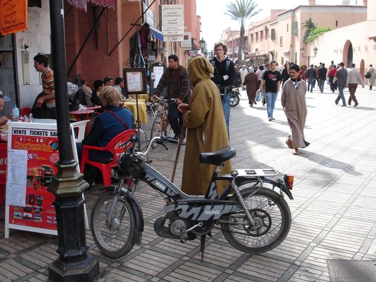 2008-02-11-MarrakeshMotorbikeDjelaba.JPG