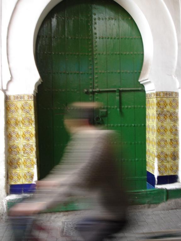 2008-02-11-MarrakeshMotorbikeGreenDoor.JPG
