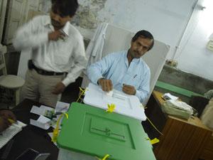 2008-02-18-Man_voting_Pakistannew.jpg