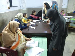 2008-02-18-Pakistan_women_votersnew.jpg