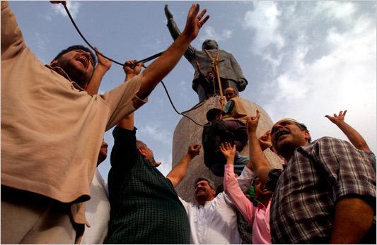 2008-03-19-SaddamStat2.jpg