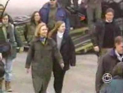 2008-03-26-HillaryTuzla1.jpg