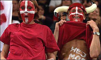 Danes-football-fans