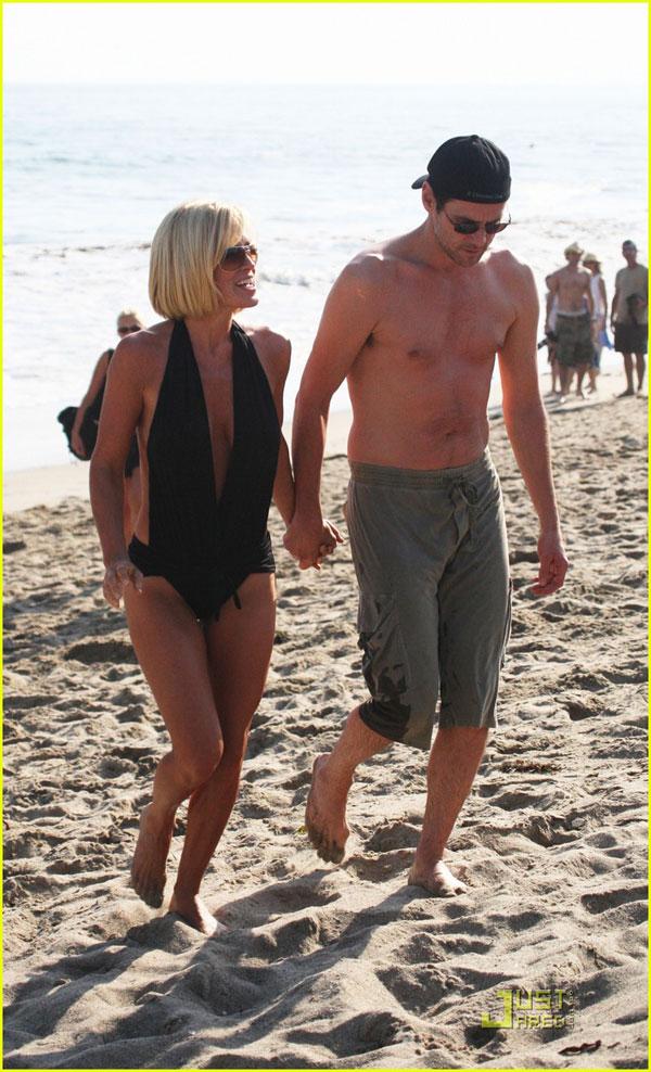 8c202ed25a Jenny McCarthy Loans Boyfriend Jim Carrey Her Bathing Suit (PHOTOS ...