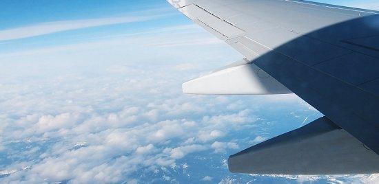 2008-07-11-airplanewingflyingmountainsphoto.jpg