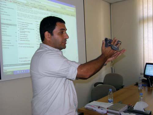 2008-08-03-BBCsTariqSalehdemonstrateshowtoshootvideofootage1.jpg