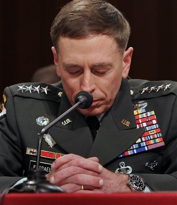 2008-08-16-praying_petraeus.jpg