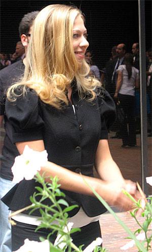 2008-08-27-chelsea_clinton_in_cute_black_suit.jpg