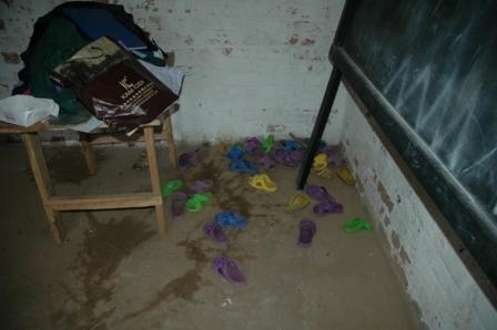 2008-09-25-congoschool_room.JPG