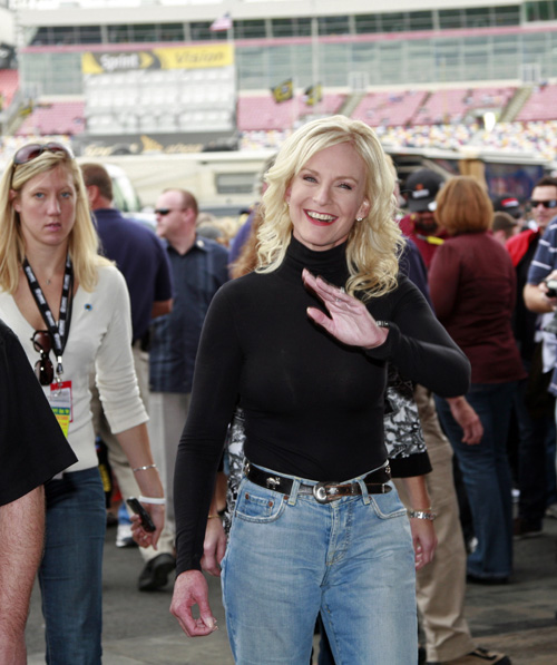 Meghan Mccain Faith: Cindy McCain Wears Mom Jeans At Weekend Event (PHOTOS