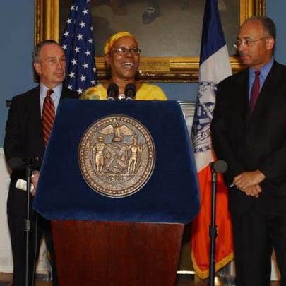 2008-10-13-Bertha_and_mayor.jpg