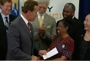 2008-10-13-Gov._Schwarzenegger_and_Dorothy_Hicks_handshake_after_bill_signing_01.jpg