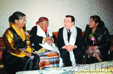 2008-11-10-http:-blogger.huffingtonpost.com-mt.cgi?__mode=view&_type=entry&id=142642&blog_id=3&saved_added=1#livepreview_iframe_container-zhangmeetingvillagers.jpg