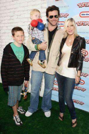 2008-11-11-toriandfamily.jpg