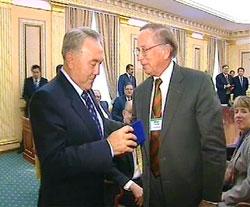 2008-11-22-nazarbayev_nunn.jpg