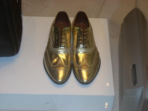 2008-11-26-GoldShoes.jpg