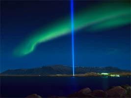 2009-01-14-IcelandPeaceTower1.jpg