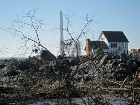 Duke scientists analyzed samples of ash from the spill in Kingston, Tennessee and find arsenic and radioactivity