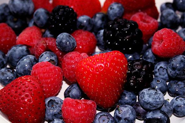 strawberries blueberries fruit photo