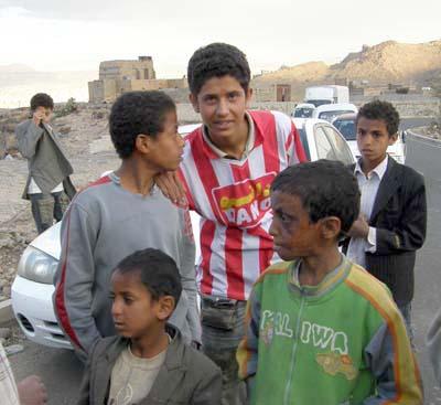 2009-03-12-YemenichildrenfacesmugglersAbuFadil.jpg