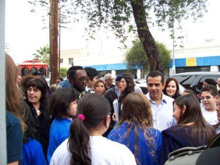 2009-03-17-mayorVWillandKids.JPG