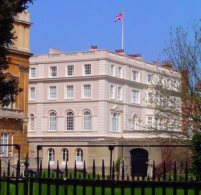 2009-04-22-617pxClarence_house.jpg