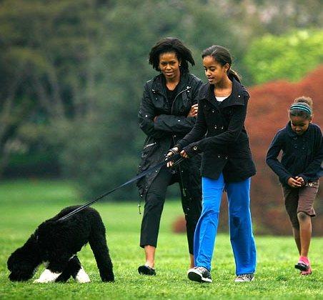 2009-04-26-ObamaFamilyPlusDog.jpg
