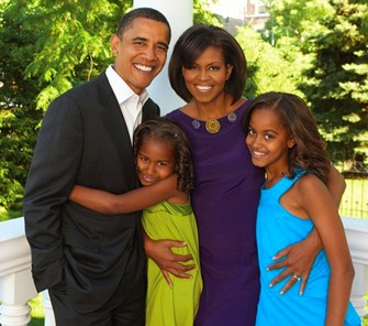 2009-04-26-essencemagazinetheobamafamily2.jpg