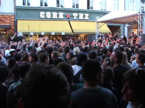 2009-05-02-crowdconcert.jpg