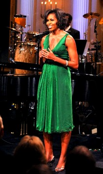 2009-06-14-Michelle_Obama_wearing_green_dress_at_celebration_in_honor_of_Stevie_Wonder_Bluefly_blog_FlyPaper400.JPG