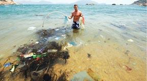 2009-06-21-S_DWoodring_in_Ocean_Pollution.jpg