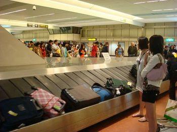 2009-07-23-baggageclaim.jpg