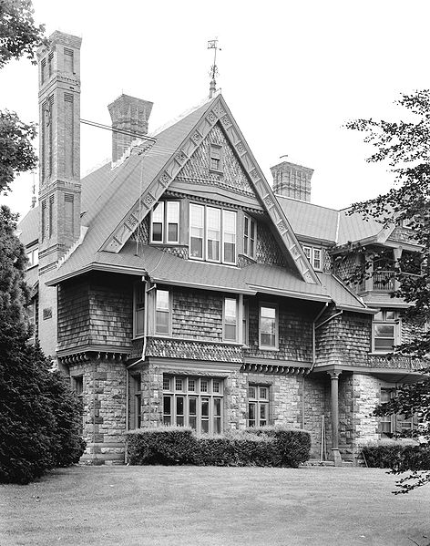 2009-08-11-472pxWilliam_Watts_Sherman_House_Newport_RI__from_southeast.jpg