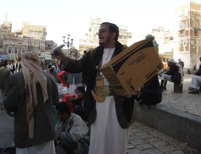 2009-08-17-VendorhawkingreligiouscassettetapesinSanaamarketAbuFadil.jpg