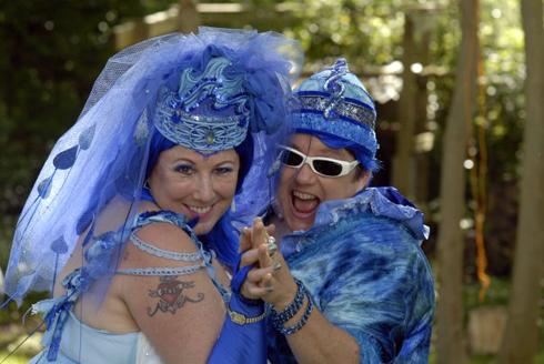 2009-08-27-bluewed07_wb.jpg
