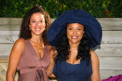 2009-08-29-New_Yorks_First_Lady_Michelle_Paterson_and_actress_Lynn_Whitfielded.jpg
