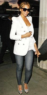 2009-09-01-Beyoncejeggings.jpg