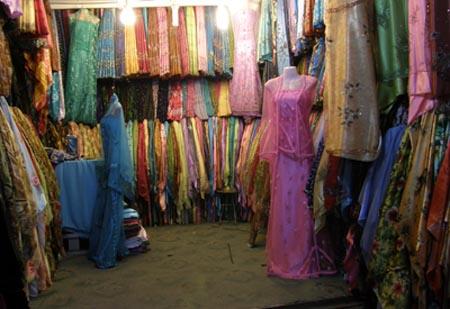 2009-09-02-WomensdressshopinoldSanaaAbuFadil.jpg
