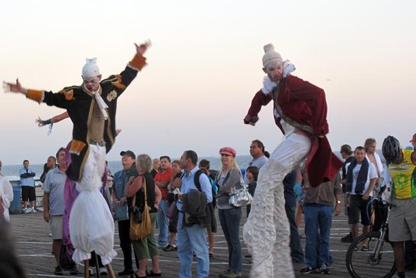 2009-09-11-StiltwalkersforCirque.jpg