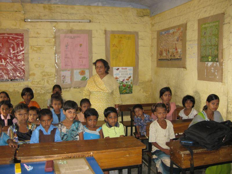 2009-09-18-FADAGirlsLearningDelhiIndia.jpg