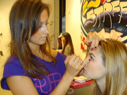 2009-09-21-Lisadoinguptheeyes.jpg