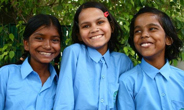 2009-10-01-CM3HappyFADAGirlsgoingtoschool.jpg