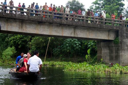 2009-10-12-images-GoingtotheBoat.jpg