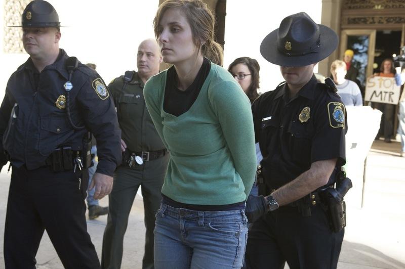 2009-10-19-arrest.jpg