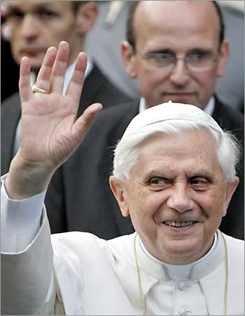 2009-10-22-1_22_042105_pope_benedict.jpg