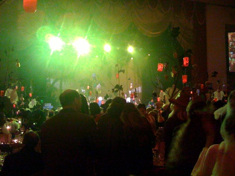 2009-11-01-hulaween2.jpg
