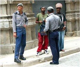 2009-11-04-policiasjovenes.jpg