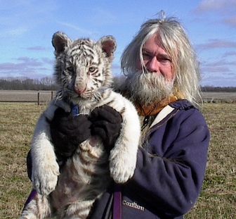 2009-11-11-Dennis_Hill_and_white_tiger_cubx.jpg