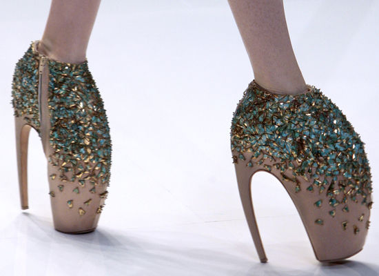Lady Gaga Dances In Alexander McQueen s 10-Inch Stilettos (PHOTOS ...